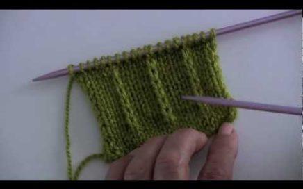 Dejar un punto sin tejer en dos agujas o palillos (curso básico)